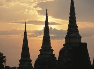 王宮の夕景  4月 アユタヤ タイの写真素材 [FYI03970110]