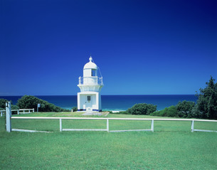 白い灯台の写真素材 [FYI03972322]
