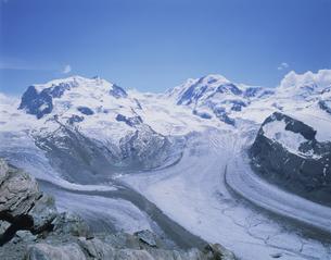 モンテローザとリスカム 7月  ツェルマット スイスの写真素材 [FYI03972626]