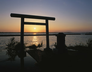 霞ヶ浦夕景の写真素材 [FYI03972730]