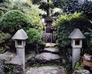 お夏清十郎の墓 水間寺の写真素材 [FYI03974088]