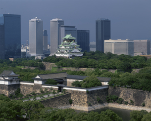 大阪城とOBP 中央区  7月の写真素材 [FYI03974254]