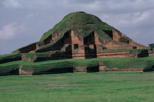 パハルプールの仏塔の写真素材 [FYI03974313]