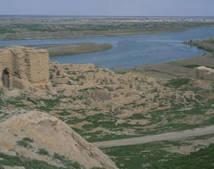 ドゥラエウロポス遺跡 前方ユーフラテス川の写真素材 [FYI03974532]