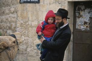 ユダヤ教父と娘の写真素材 [FYI03974661]