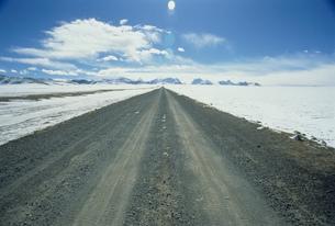 冬の中尼公路の写真素材 [FYI03975198]
