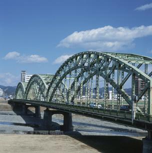 鉄のアーチ中橋の写真素材 [FYI03976066]