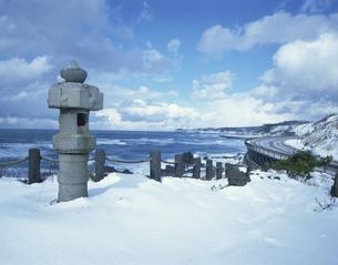雪の吹浦 遊佐町     1月の写真素材 [FYI03976456]
