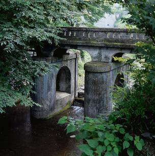 間瀬堰堤下の水門の写真素材 [FYI03976539]