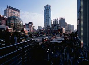 徐家匯駅のデパート街の写真素材 [FYI03977457]