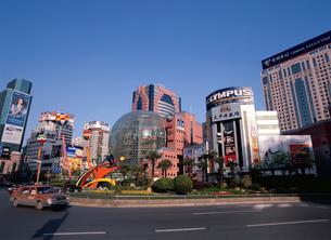 徐家匯駅のデパート街の写真素材 [FYI03977481]