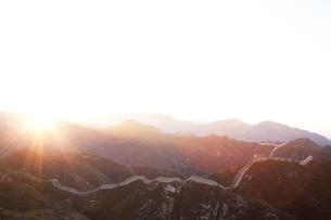 日の出の八達嶺長城の写真素材 [FYI03977795]