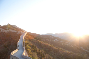 日の出の八達嶺長城の写真素材 [FYI03977796]