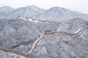 雪の万里の長城、八達嶺長城の写真素材 [FYI03977798]