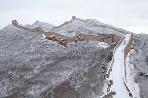 雪の万里の長城、八達嶺長城の写真素材 [FYI03977799]