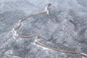 雪の万里の長城、八達嶺長城の写真素材 [FYI03977800]
