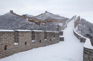 雪の万里の長城、八達嶺長城の写真素材 [FYI03977801]