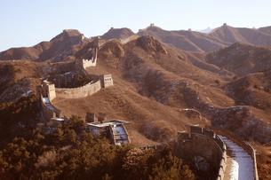 少し雪の積った万里の長城の金山嶺長城の写真素材 [FYI03977816]