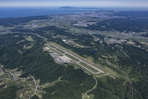 秋田空港から男鹿半島の写真素材 [FYI03978125]