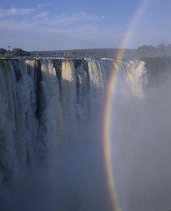 ビクトリア滝と虹の写真素材 [FYI03978502]
