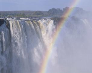 ビクトリア滝と虹の写真素材 [FYI03978504]