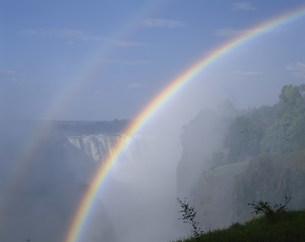 ビクトリア滝と虹の写真素材 [FYI03978642]