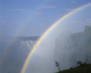 ビクトリア滝と虹の写真素材 [FYI03978643]