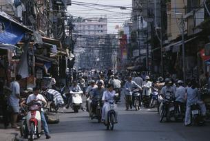 チョロン地区賑い ホーチミン ベトナムの写真素材 [FYI03978710]