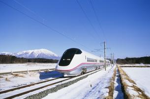 秋田新幹線「こまち」E3系の写真素材 [FYI03980763]