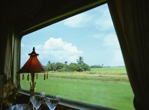 イースタンとオリエンタル急行 車窓風景の写真素材 [FYI03980846]