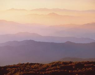 朝日のあたる山並み 乗鞍の写真素材 [FYI03981125]