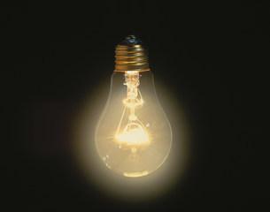 光る電球の写真素材 [FYI03981133]
