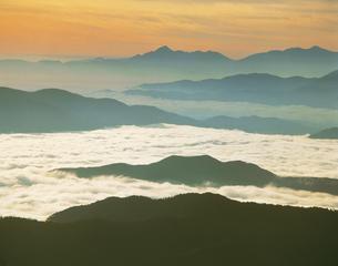 朝の雲海 乗鞍      9月の写真素材 [FYI03981247]