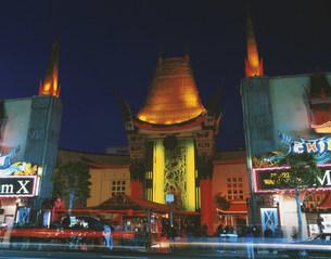 夜のチャイニーズシアターの写真素材 [FYI03981460]