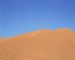 エアーズ・ロック登山 7月 オーストラリアの写真素材 [FYI03981502]