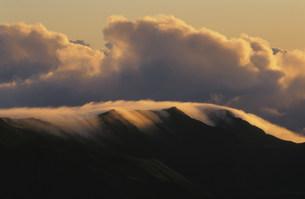 朝のハレアカラ火山火口の写真素材 [FYI03981574]