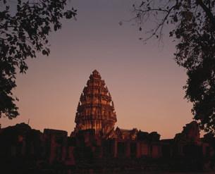 ピーマイ遺跡 中央神殿夕景の写真素材 [FYI03982094]