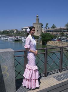 フラメンコの衣装の女性の写真素材 [FYI03982351]