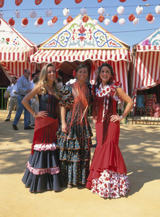 春祭りのフラメンコ女性の写真素材 [FYI03982363]