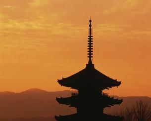 八坂塔の夕景の写真素材 [FYI03983307]