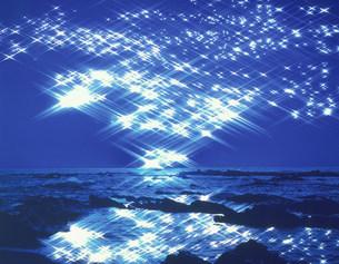 光る海の写真素材 [FYI03983490]