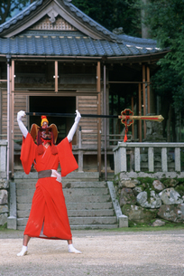 王の舞 塞神社の写真素材 [FYI03983573]