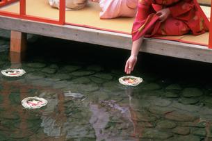 流し雛 下鴨神社の写真素材 [FYI03983609]