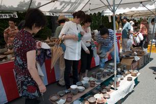 山科清水焼団地の陶器祭りの写真素材 [FYI03983704]
