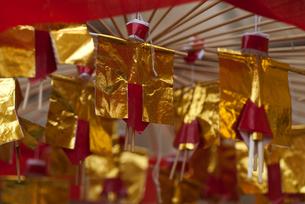 恵比寿神社の参道で売られるお守りの写真素材 [FYI03983705]
