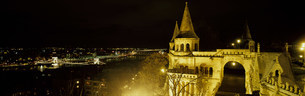 漁夫の砦とくさり橋の夜景の写真素材 [FYI03984914]