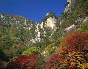 昇仙峡覚円峰の紅葉の写真素材 [FYI03985118]