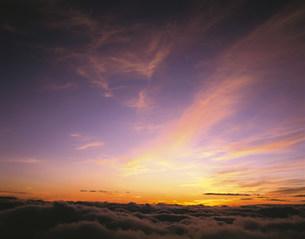 朝焼けの空の写真素材 [FYI03985130]