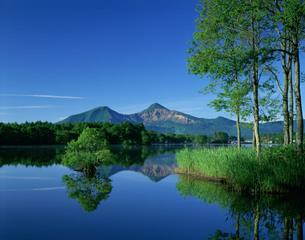 曽原湖と磐梯山の写真素材 [FYI03985134]