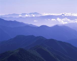 青い山並み 7月  長野県の写真素材 [FYI03985194]